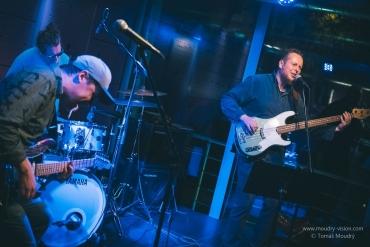 Před kytaristou Walterem Troutem zahrají The Bladderstones