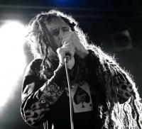 Six Feet Under vydali prostřednictvím textového videa zbrusu nový singl