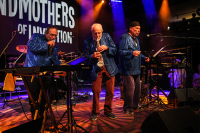 Foto: The Grandmothers Of Invention, Lucerna Music Bar, Praha, 9. 5. 2018