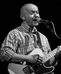 Rozhovor s Robertem Nebřenským z Vltavy: Trpím, že nemohu mít všechny kytary na světě