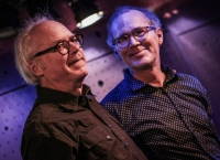 Bill Frisell a Kenny Wollesen (napravo)