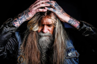 Chris Holmes svou kapelu nazval Mean Men.