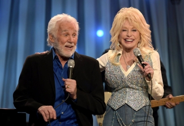 Kenny Rogers a Dolly Parton nazpívali známý hit Islands in the Stream