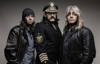 Britské legendy Motörhead, Saxon a Girlschool si dají sraz v Praze